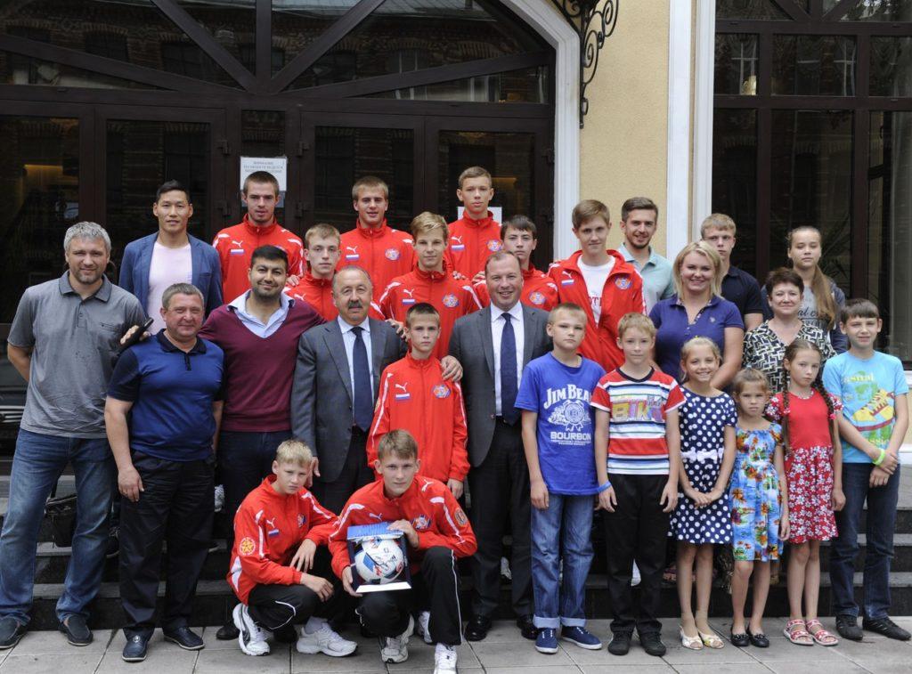 Валерий Газзаев напутствовал ФК