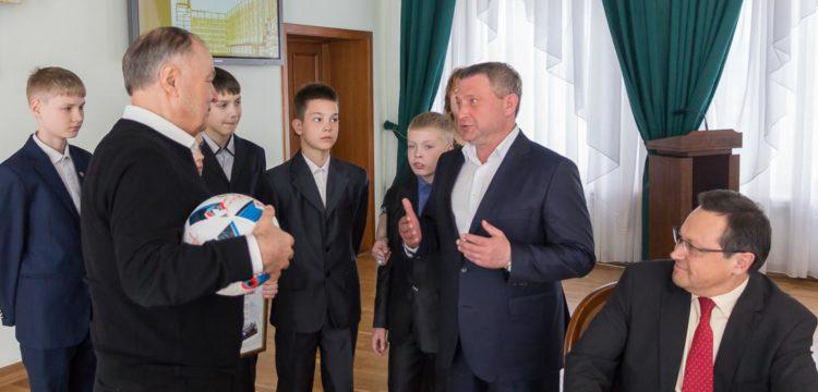 Хазрет Совмен встретился с футбольным клубом «Тотем»