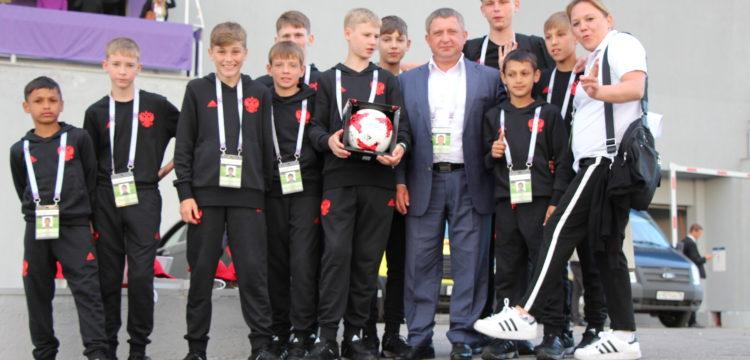 Президент России Владимир Путин встретился с футбольным клубом «Тотем» на открытии Кубка конфедераций
